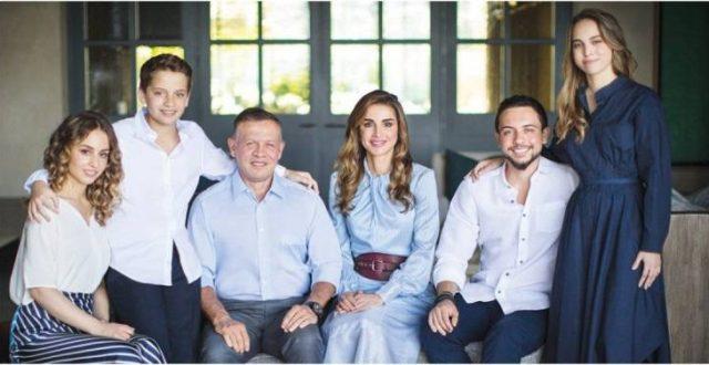 الملكة رانيا تحتفل بميلاد ابنتيها.. تفاصيل عن حياة الأميرتين إيمان وسلمى