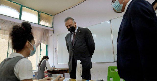 الكاظمي يزور عددا من المدارس ويطلع على سير الامتحانات فيها