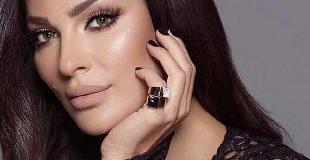 ناديـن نجيـم في أول ظهور لها بعـد تعافيها من الإصابة بانفجار مرفأ بيروت