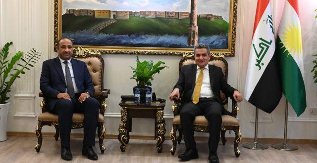 وزير الثقافة يزور موقع كنيسة الساعة ومتحف الموصل وجامع الأغوات