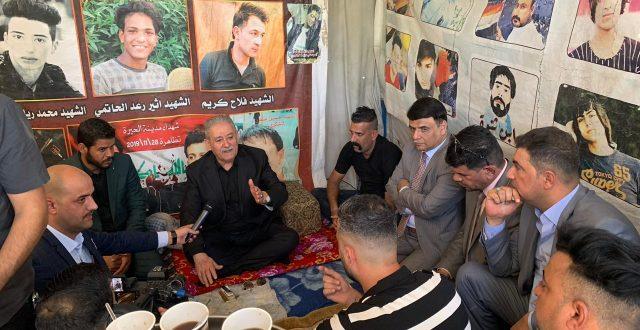 عبد الغني الاسدي ومستشار جهاز مكافحة الارهاب في زيارة الى ساحة اعتصام النجف ويلتقون بنخبة من المتظاهرين