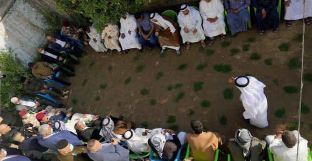 بالصور..الكاظمي يعزي ذوي شهداء الفرحاتية ويحضر العزاء