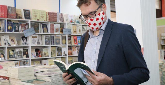 بالصور.. السفير الكندي ببغداد يزور معرض العراق الدولي للكتاب ويفتتح معرض القبول في الجامعات الاهلية
