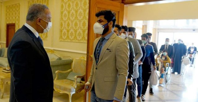 الكاظمي يستقبل في مطار بغداد الدولي وجبة جديدة من الجرحى العائدين من رحلة العلاج