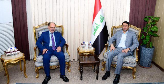 نقيب الصحفيين يبحث مع الأمين العام لمجلس الوزراء أوضاع الصحفيين العراقيين