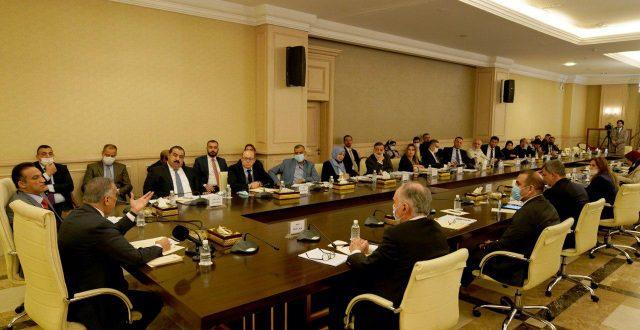 الكاظمي يعقد اجتماعا مع اللجنة المالية البرلمانية