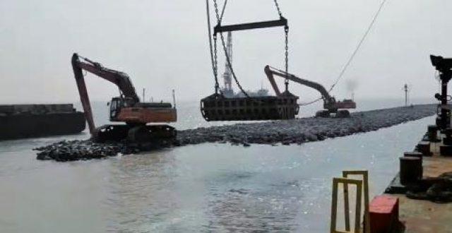 بالصور.. إنطلاق أعمال تنفيذ الارصفة الخمسة لميناء الفاو الكبير
