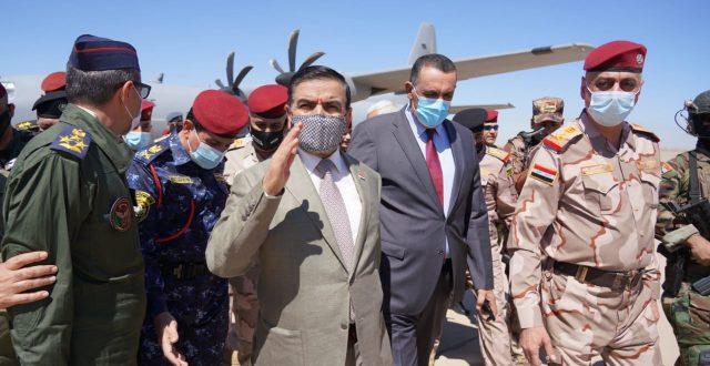 وزير الدفاع يزور قاعدة طيران الجيش الرابعة في محافظة كركوك