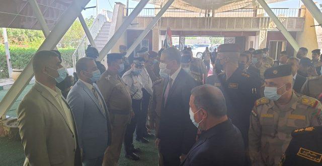 الآن.. وزير الداخلية يصل مبنى محافظة المثنى
