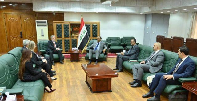 للتعاون الثنائي الثقافة توقع مذكرة تفاهم مع الجامعة الأميركية في بغداد