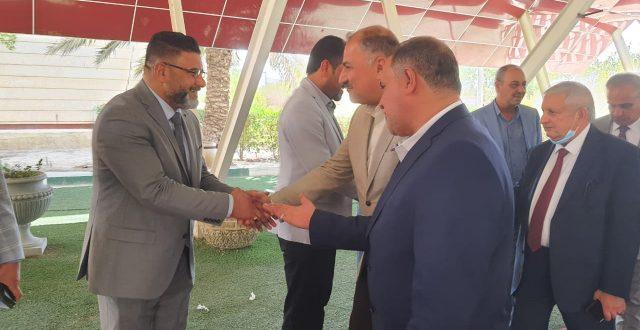 وصول وزير الصناعة لمبنى محافظة المثنى الان