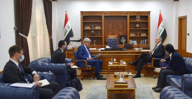 وزير المالية يلتقي السفير  الفرنسي في العراق