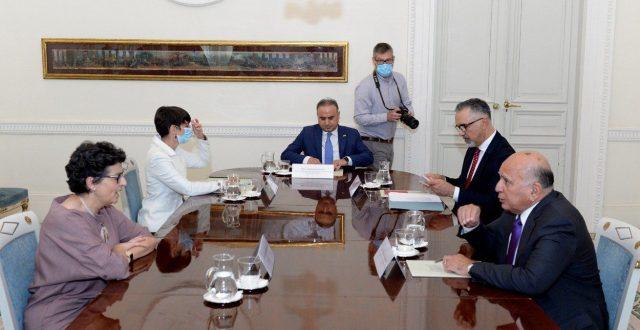 وزير الخارجيَّة يلتقي وزيرة الخارجيَّة الإسبانيّة في مدريد