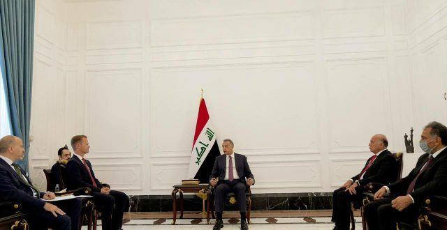 رئيس مجلس الوزراء مصطفى الكاظمي يستقبل وزير الخارجية الدنماركي