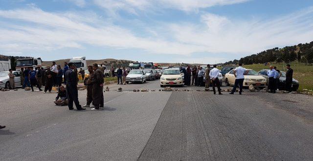احتجاجا على نقص الخدمات.. أهالي منطقة دوكان يقطعون طريق السليمانية- اربيل