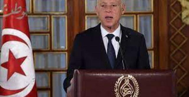 الرئيس التونسي يصدر أمرا بإعفاء رئيس الحكومة ووزيري الدفاع والعدل