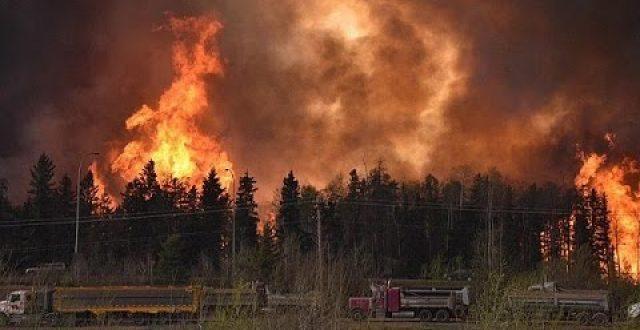 الحرائق تدمر قرية بأقصى غرب كندا