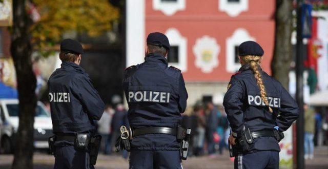 اصابة 13 شخصا بحادثة اقتحام سيارة لسوق في النمسا
