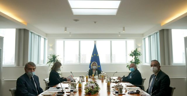 رئيس مجلس الوزراء مصطفى الكاظمي يلتقي رئيس البرلمان الأوروبي في بروكسل