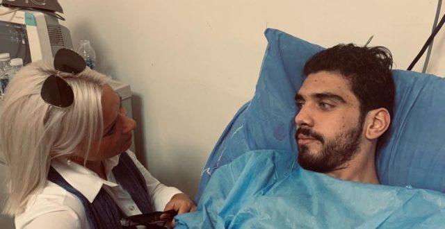 ممثلة الأمم المتحدة في العراق جينين بلاسخارت تزور الناشط المدني علي المكدام بعد في المستشفى ببغداد.