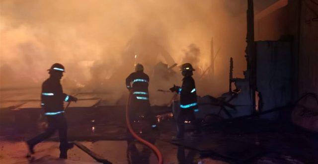 بالفيديو .. اندلاع حريق في مطار المثنى