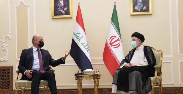 رئيس الجمهورية يلتقي الرئيس الإيراني في طهران