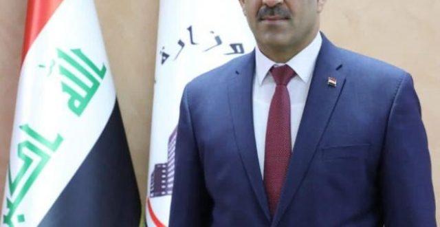 وزير التخطيط يصل الى الكويت لحضور مؤتمر دول الجوار العراقي