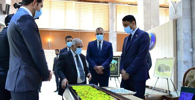مجلس الوزراء يَفتتح معرضا للخط العربي والزخرفة بمناسبة مرور 100 عام على تأسيس الدولة العراقية