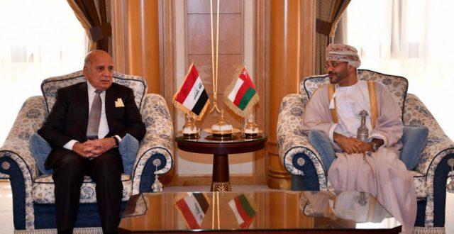 وزير الخارجية يلتقي نظيره العماني ويناقش معه عددا من المواضيع
