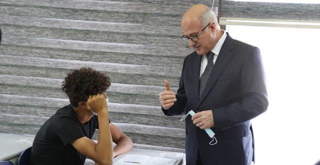 وزير التربية يعلن نجاح الامتحانات النهائية لمرحلة السادس الاعدادي