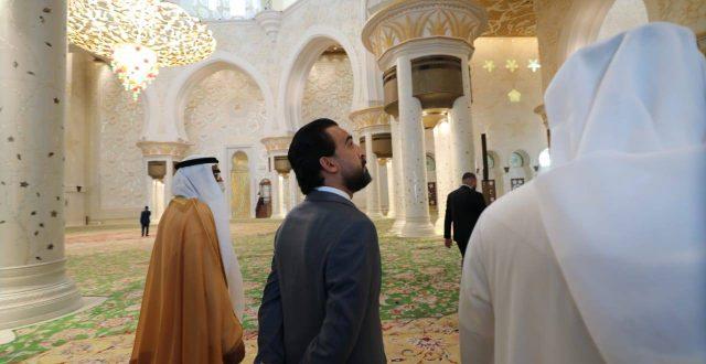 """بالصور.. الحلبوسي يزور """"واحة الكرامة"""" ومسجد الشيخ زايد الكبير"""