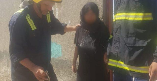 الدفاع المدني ينقذ فتاة مختلة مقيدة بسلاسل ويخمد حريق منزلها جنوب المثنى