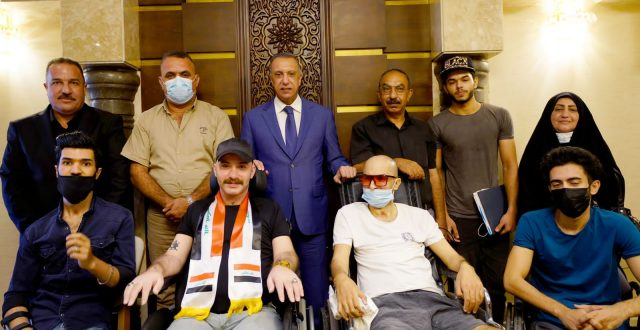 الكاظمي يستقبل عددا من جرحى تظاهرات تشرين