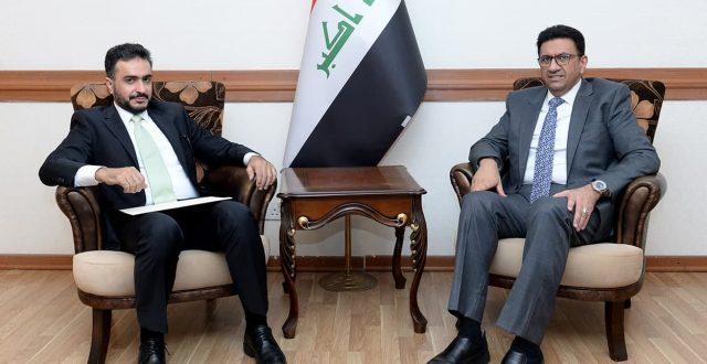 رئيس الدائرة العربية يستقبل القائم بالأعمال الكويتي لدى العراق