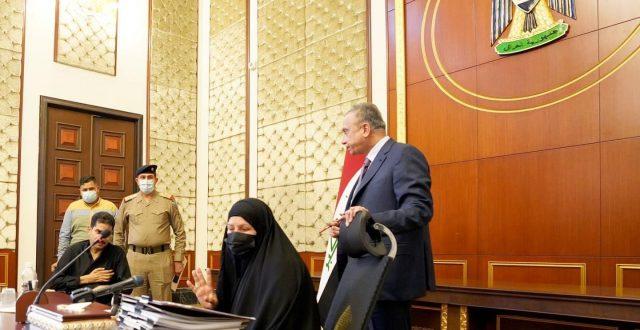 بالصور.. الكاظمي يستقبل أمّاً لثلاثة جرحى من القوات الأمنية من محافظة ذي قار ويوجّه بعلاجهم وتسهيل إجراءاتهم