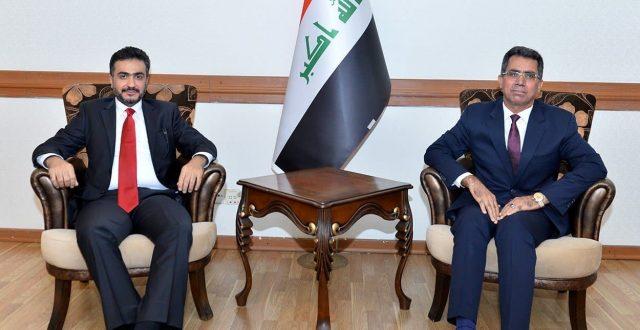 معاون رئيس الدائرة العربية يلتقي القائم بالأعمال الكويتي في بغداد